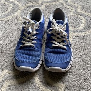 Junior size 5 Nike running shoes